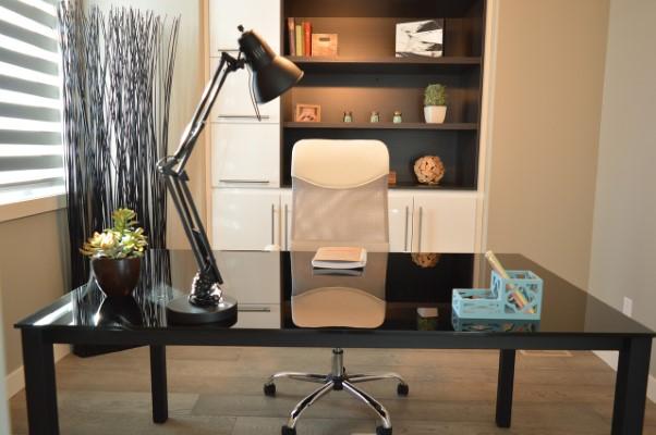 Ποια είναι η σημασία της σωστής καρέκλας για το γραφείο;